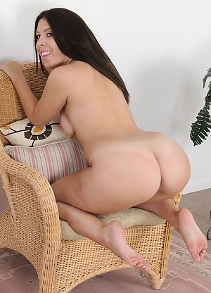 MILF on Knees Porn Pictures