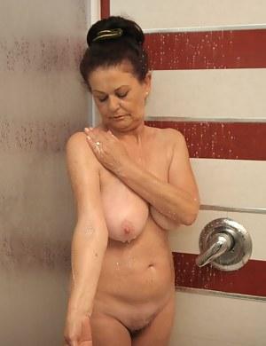 Wet MILF Porn Pictures