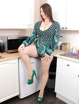MILF Kitchen Porn Pictures